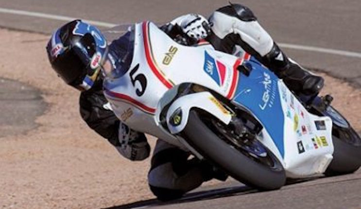 Lightning Electric – Solar Powered Motorcycle Wins Pikes Peak Hill Climb